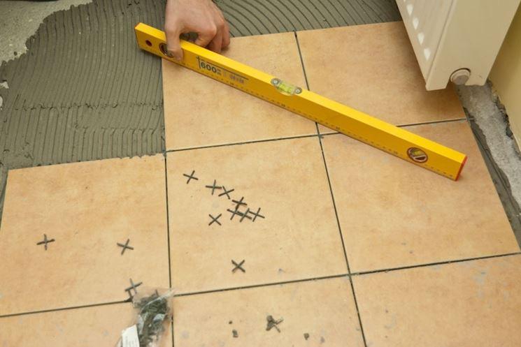 Posare un pavimento in ceramica pavimento per interni - Piastrellare un pavimento ...