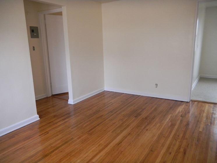 Rivestimenti pavimenti interni pavimento per interni for Pavimento in legno interno