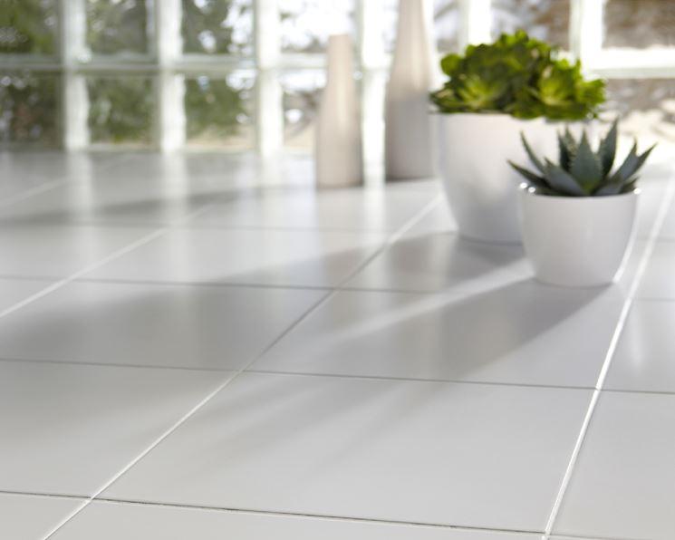 pavimento in ceramica bianco