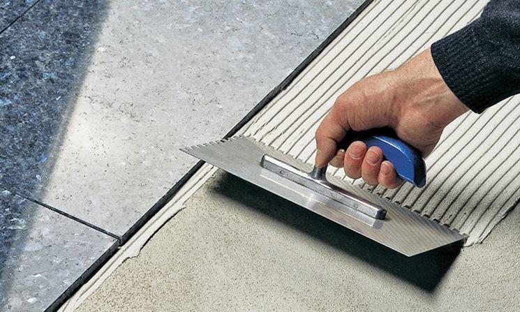 Collante per piastrelle piastrelle applicare collante per piastrelle - Primer per piastrelle ...