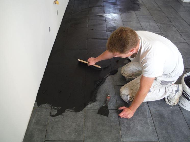 Come posare le piastrelle nel pavimento piastrelle - Stuccare piastrelle bagno ...