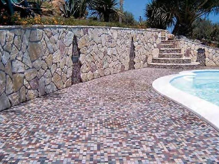 Mosaico per esterni piastrelle for Mosaici pavimenti interni