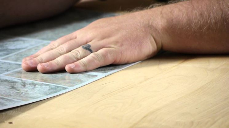 Piastrelle autoadesive piastrelle piastrelle tipologia autoadesive