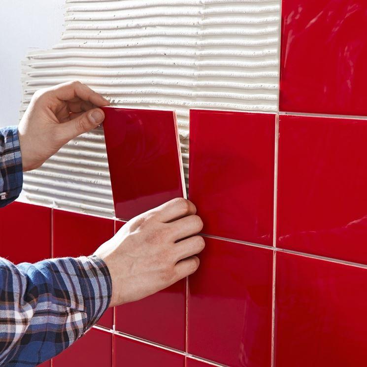 posare piastrelle a parete
