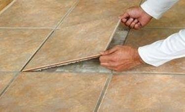 rimuovere piastrelle danneggiata