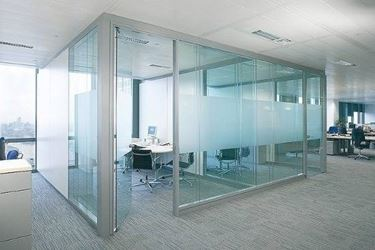 scegliere una parete divisoria in vetro<p />