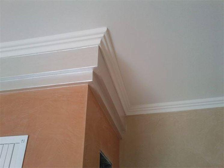 Applicare stucchi e bordini pareti come applicare - Stucchi decorativi per pareti ...