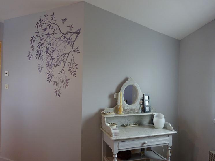 parete decorata con stencil