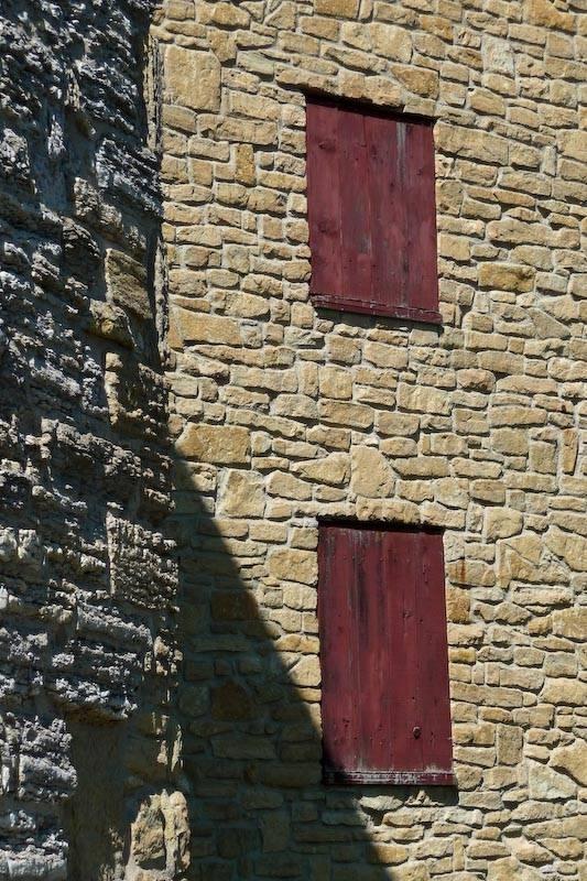 Pareti in pietra pareti for Carta da parati effetto roccia