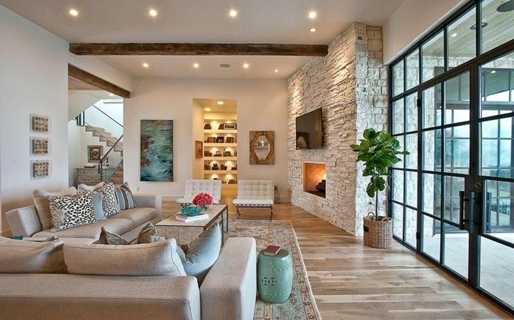 Rivestire una parete con la pietra: Parete rivestita in pietra