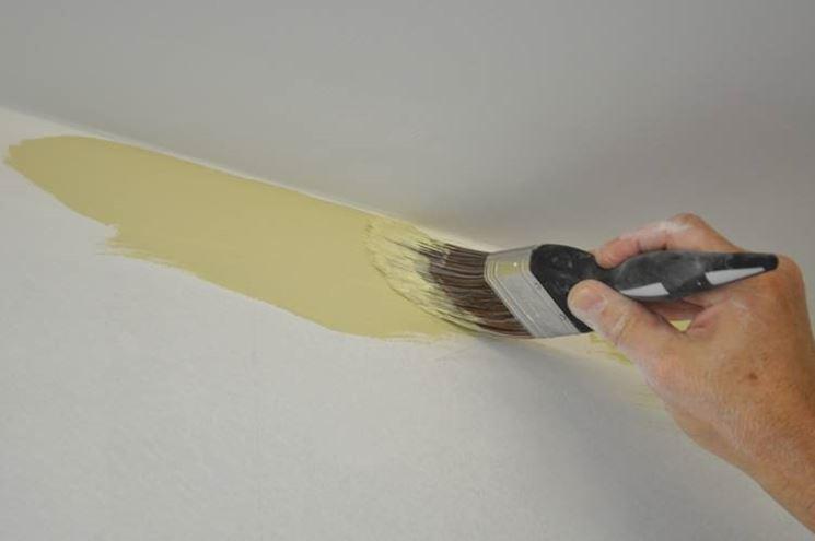 pitturare con pennello