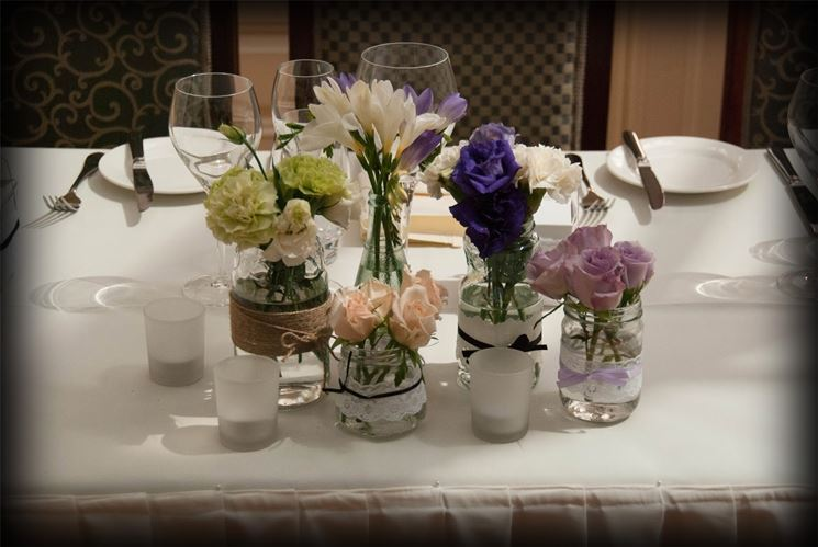 vasi in vetro con fiori