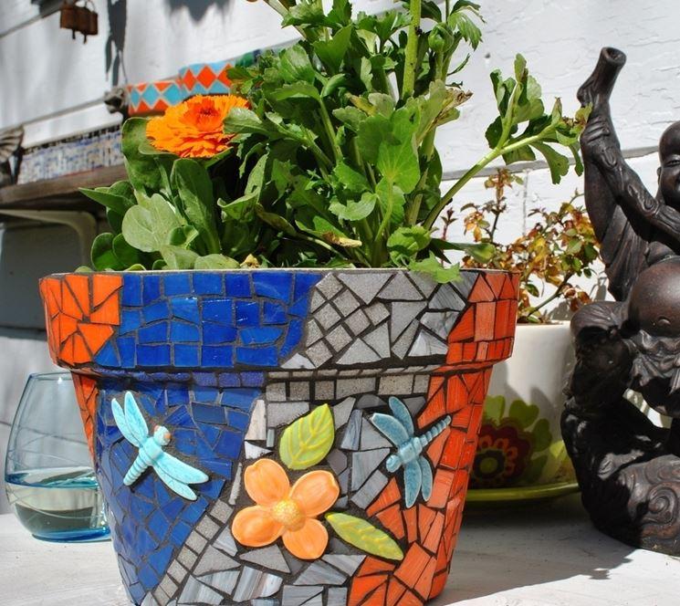 Vasi di plastica vasi realizzare e decorare vasi di for Vasi di fiori dipinti