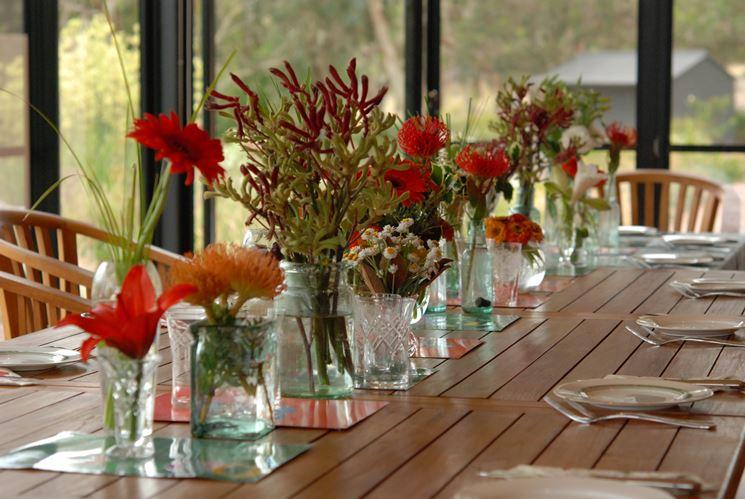 decorazione per centrotavola con vasi in vetro