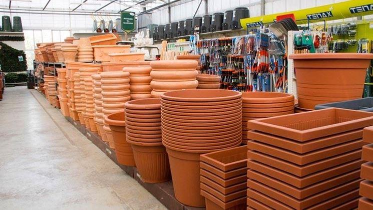 Pregi e difetti dei vasi in plastica per piante