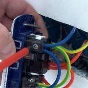 Come sostituire una presa elettrica a muro