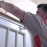 Montare una porta scorrevole esterna al muro