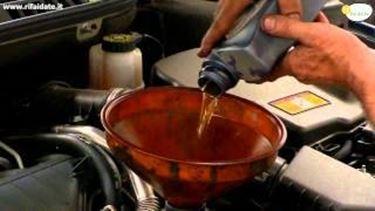 Cambio olio motore e filtro dell^olio parte 2 tutorial