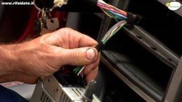 Come installare l'autoradio