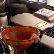 Controllo e rabbocco olio motore